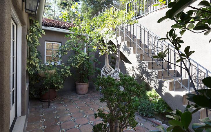 Реппер Ашер продает дом в Голливуде (фото 0)