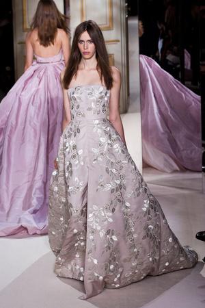 Показ Giambattista Valli коллекции сезона Весна-лето 2013 года haute couture - www.elle.ru - Подиум - фото 477867