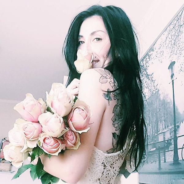 То чувство,когда запах сводит с ума. Мой самый любимый запах, мои самые любимые цветы. И пусть я буду банальнее всех банальностей, но даже форма Роз