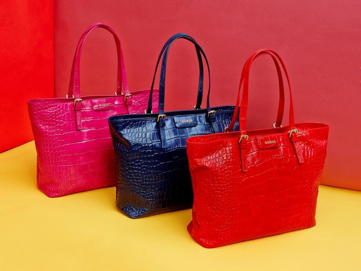 Бренд Guess выпустил капсульную коллекцию сумок Croc Kerry Bag