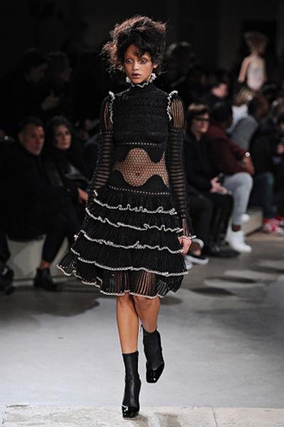 Неделя моды в Париже: показы Alexander McQueen и Paul & Joe ready-to-wear осень — зима 2015-2016 | галерея [1] фото [8]