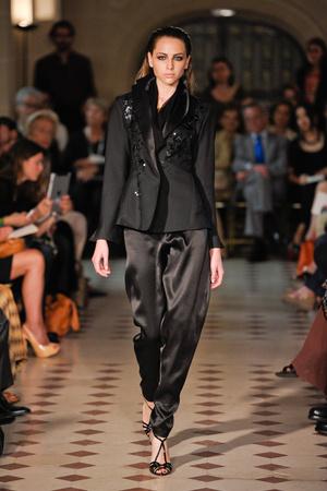 Показ Atelier Gustavo Lins коллекции сезона Осень-зима 2012-2013 года haute couture - www.elle.ru - Подиум - фото 404123