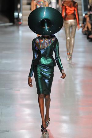Показы мод Paco Rabanne Весна-лето 2012 | Подиум на ELLE - Подиум - фото 1783