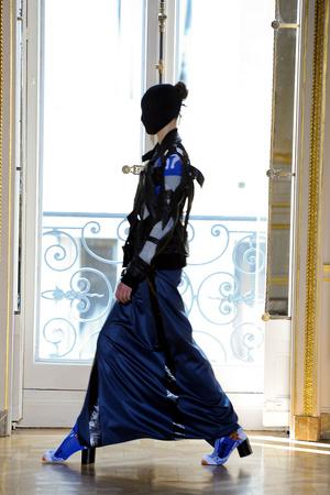 Показ Maison Martin Margiela коллекции сезона Осень-зима 2011-2012 года haute couture - www.elle.ru - Подиум - фото 277124
