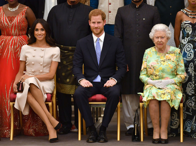 Меган Маркл вплатье Pradaнаприеме вБукингемском дворце (фото 1)