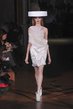 Показ Givenchy коллекции сезона Весна-лето 2010 года haute couture - www.elle.ru - Подиум - фото 138529