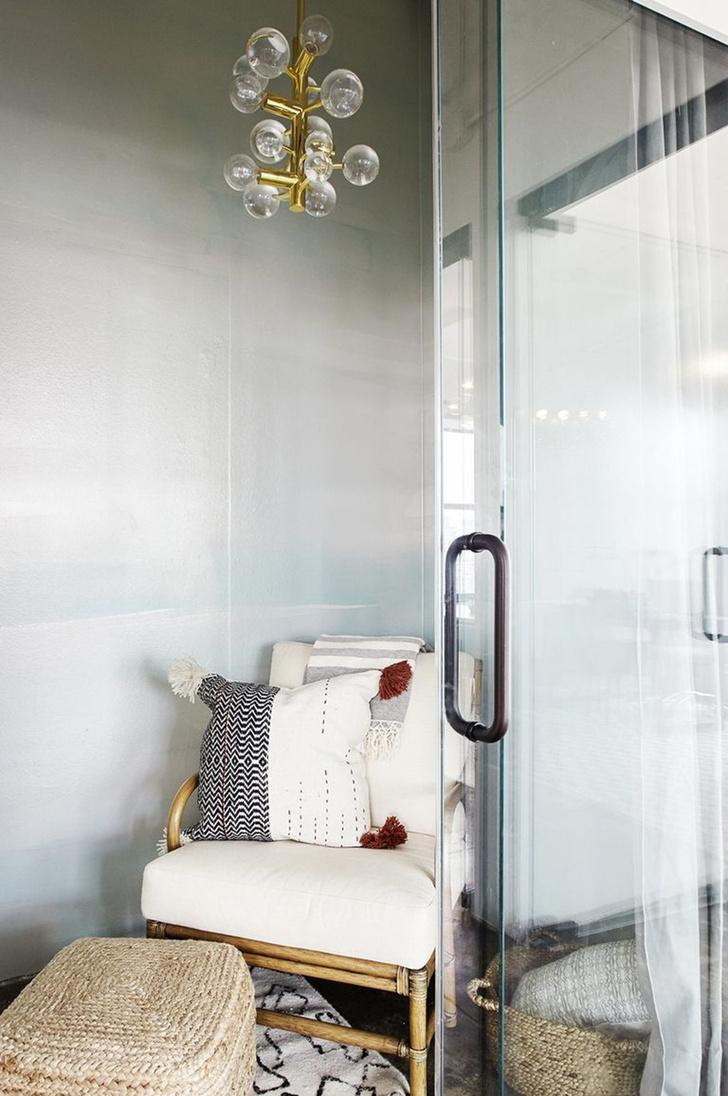 Карли Клосс показала свой офис в Нью-Йорке фото [2]