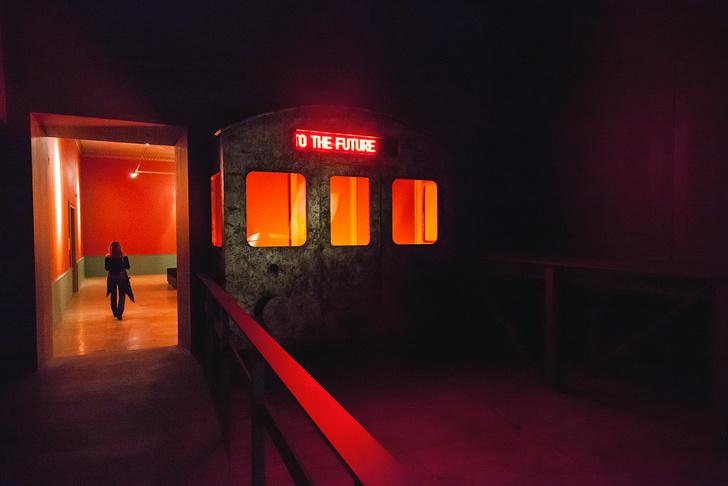 Архитектор Евгений Асс о выставке Кабаковых «В будущее возьмут не всех» (фото 4)