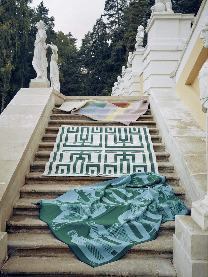 Дизайнерские ковры в классическом интерьере (фото 8)