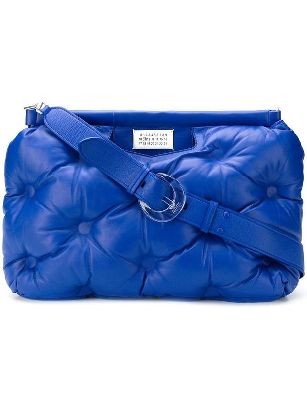 Крупным планом: сумка-подушка Maison Margiela (фото 1)