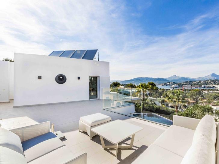 Alexander McQueen's Former Spanish Villa Sells for $2.78 Million (фото 0)