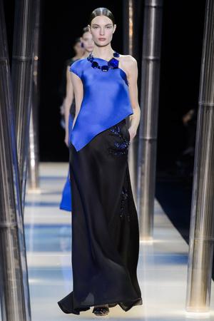Показ Armani Prive коллекции сезона Весна-лето 2015 года haute couture - www.elle.ru - Подиум - фото 593144