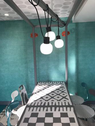 В Париже открылся McDonald's по дизайну Паолы Навоне (фото 2.2)