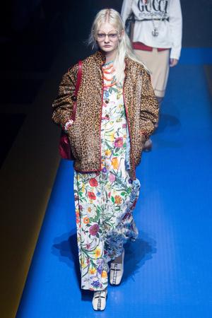Показ Gucci коллекции сезона Весна-лето 2018 года Prêt-à-porter - www.elle.ru - Подиум - фото 635301