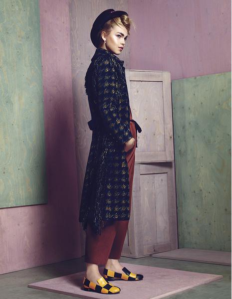 Пальто из хлопка, шляпа, все — Chanel; брюки, Marni; туфли из кожи, Laurence Decade