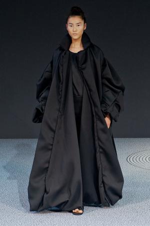 Показ Viktor & Rolf коллекции сезона Осень-зима 2013-2014 года Haute couture - www.elle.ru - Подиум - фото 556559