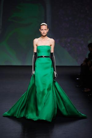 Показ Christian Dior коллекции сезона Осень-зима 2013-2014 года haute couture - www.elle.ru - Подиум - фото 556355