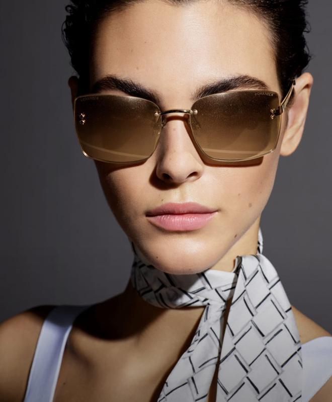 Какие очки носить этой весной: идеальные оправы в новой кампании Chanel (фото 1.1)