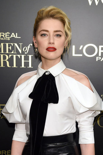Кожаная юбка + белая рубашка: Эмбер Херд на вечере L'Oreal Paris (фото 1.2)