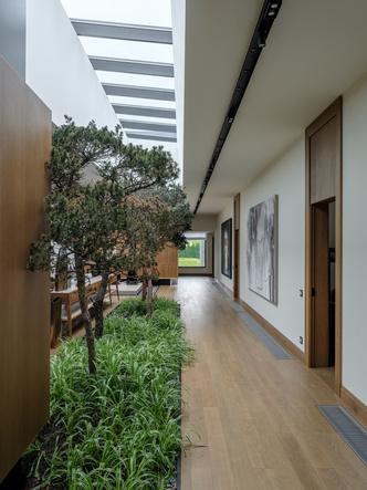 Современный дом  4500 м² с красивым садом на Новой Риге: проект бюро Woodstone (фото 17.2)