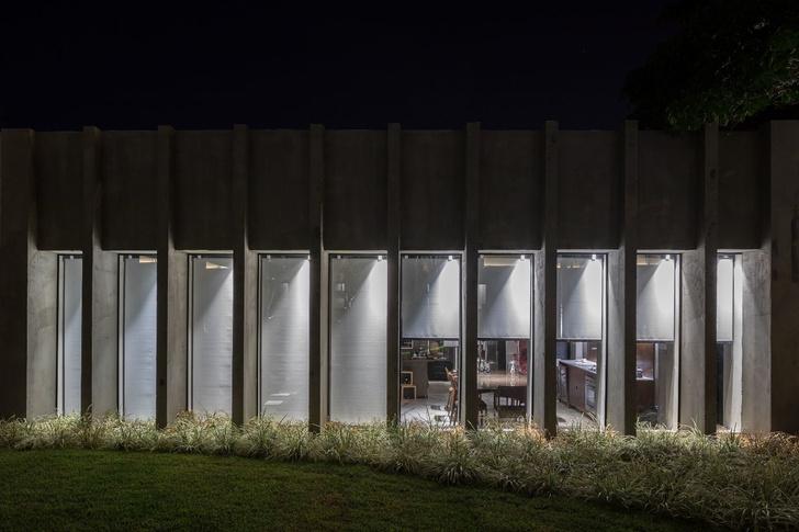 Студия в бывшей школе, построенной Оскаром Нимейером (фото 20)