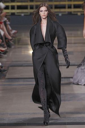 Показ Stephane Rolland коллекции сезона Осень-зима 2010-2011 года haute couture - www.elle.ru - Подиум - фото 168027