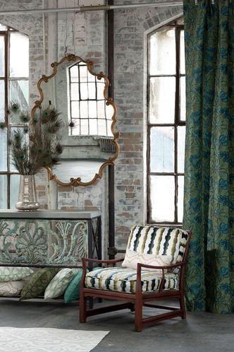 Шторы, обивка кресла, подушки из тканей, Highland Court.