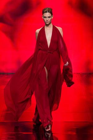 Показ Donna Karan New York коллекции сезона Осень-зима 2014-2015 года Prêt-à-porter - www.elle.ru - Подиум - фото 576734