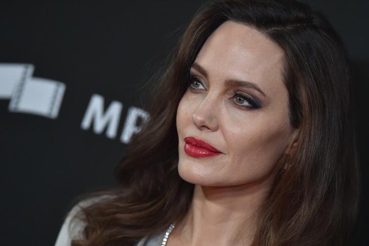 Инсайдеры: «Анджелина всерьез обеспокоена своим здоровьем» фото [2]