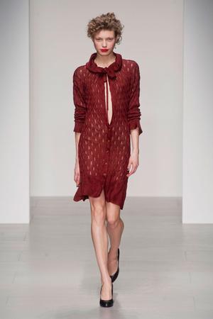 Показ Vivienne Westwood Red Label коллекции сезона Осень-зима 2014-2015 года prêt-à-porter - www.elle.ru - Подиум - фото 578605