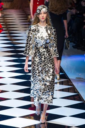 Показ Dolce & Gabbana коллекции сезона Осень-зима 2016-2017 года prêt-à-porter - www.elle.ru - Подиум - фото 605412
