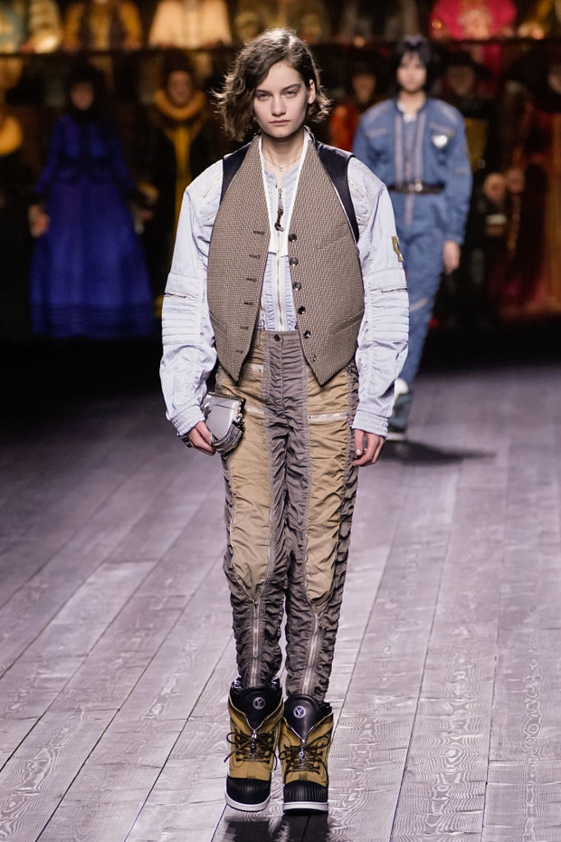 Знай наших: 11 выходов модели Алины Болотиной на Неделе моды в Париже (фото 11)