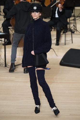 Кайя Гербер стала звездой показа Chanel в Гамбурге (фото 2)