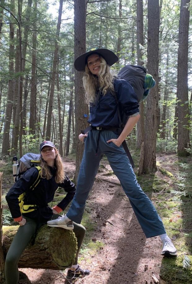 Что надеть в поход? Пример Эльзы Хоск и Констанс Яблонски (фото 1)
