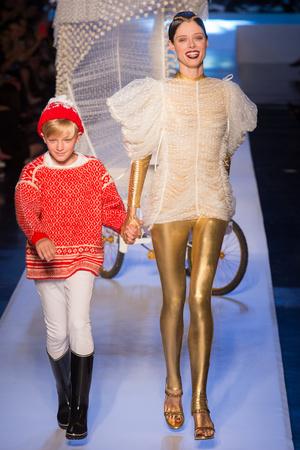 Показ Jean Paul Gaultier коллекции сезона Осень-зима 2017-2018 года Haute couture - www.elle.ru - Подиум - фото 624366