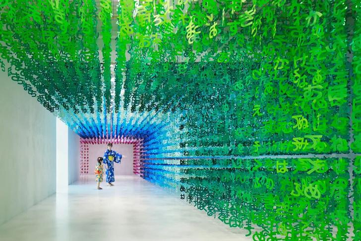 Радужная инсталляция в Токио (фото 4)