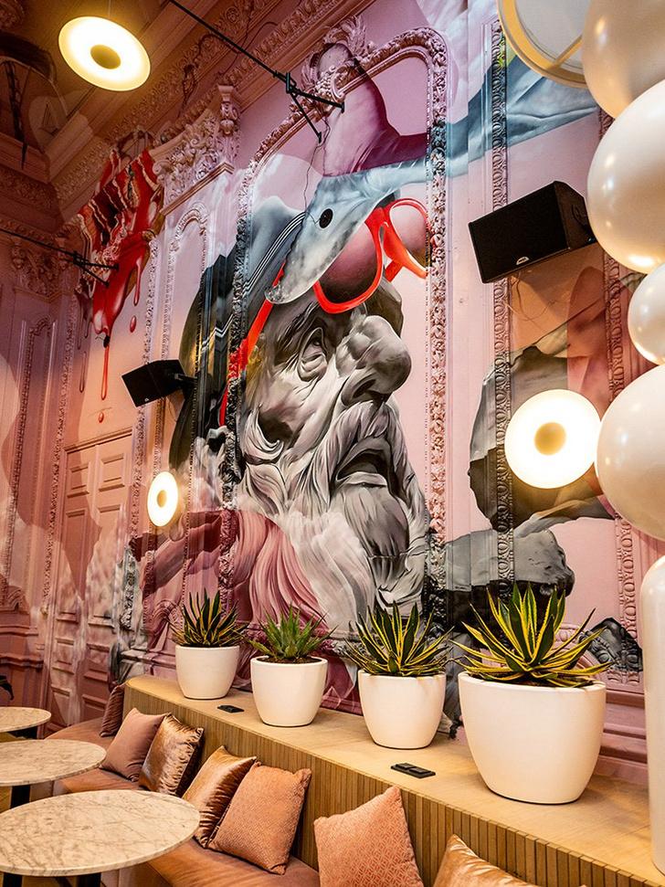 Ночной клуб с сюрреалистическими граффити в Эйндховене (фото 4)