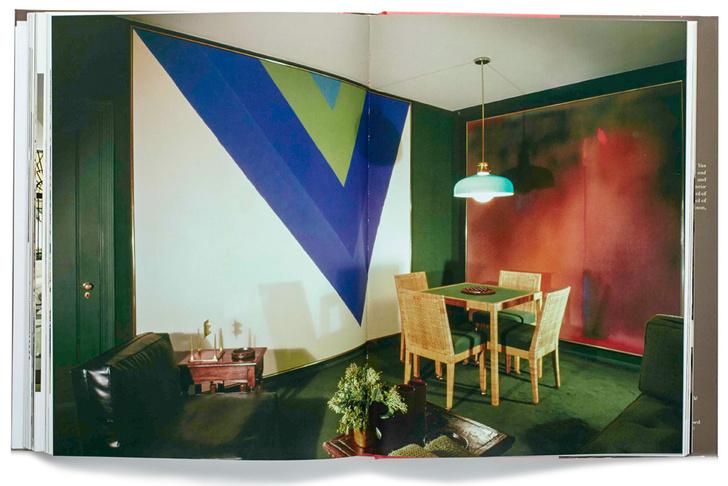 Гостевая комната в доме С.И. Ньюхауса-младшего в Нью-Йорке (из книги «Billy Baldwin. The Great American decorator», издательство Rizzoli). На стене слева — картина Жюля Олицки, справа — Кеннета Ноланда.