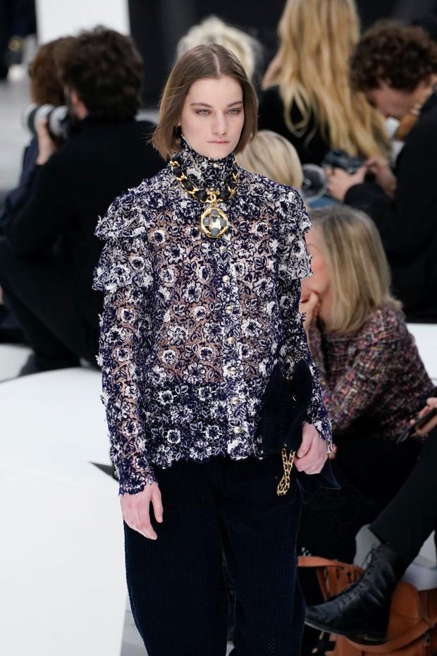 Знай наших: 11 выходов модели Алины Болотиной на Неделе моды в Париже (фото 10)