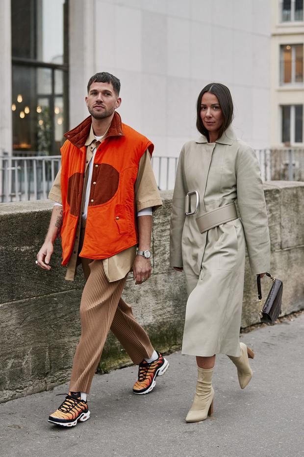Красные куртки против желтых жилетов: стритстайл на Неделе мужской моды в Париже (фото 3)