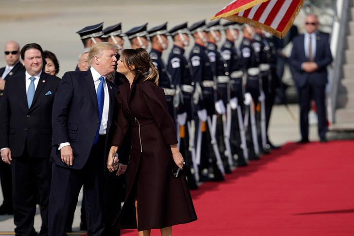 В сети обсуждают поцелуй Дональда и Мелании Трамп на встрече в Корее фото [1]