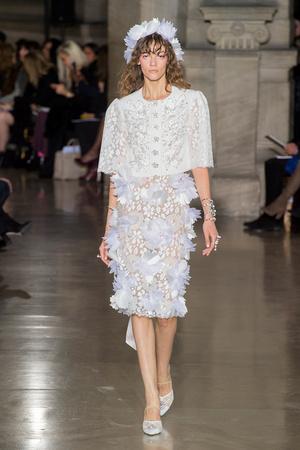 Показ Georges Hobeika коллекции сезона Весна-лето  2017 года Haute couture - www.elle.ru - Подиум - фото 616307