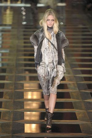Показы мод Roberto Cavalli Осень-зима 2010-2011 | Подиум на ELLE - Подиум - фото 2757