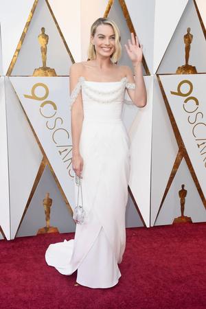 Главная претендентка на «Оскар»: Марго Робби на красной дорожке (фото 2)