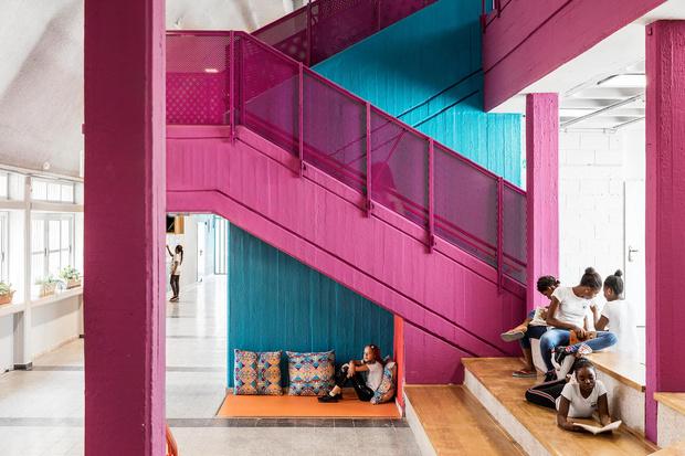 Яркая школа для детей-беженцев в Тель-Авиве (фото 0)
