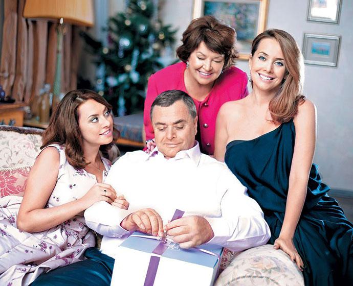 Жанна Фриске с родителями и сестрой Натальей