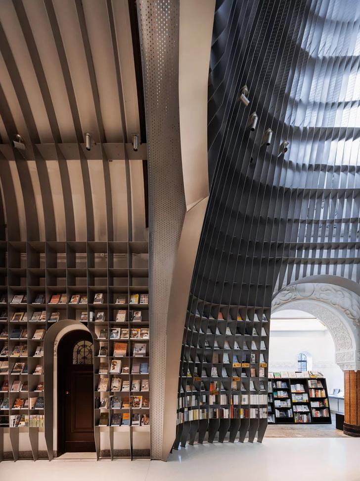 Книжный магазин в Шанхае (фото 6)