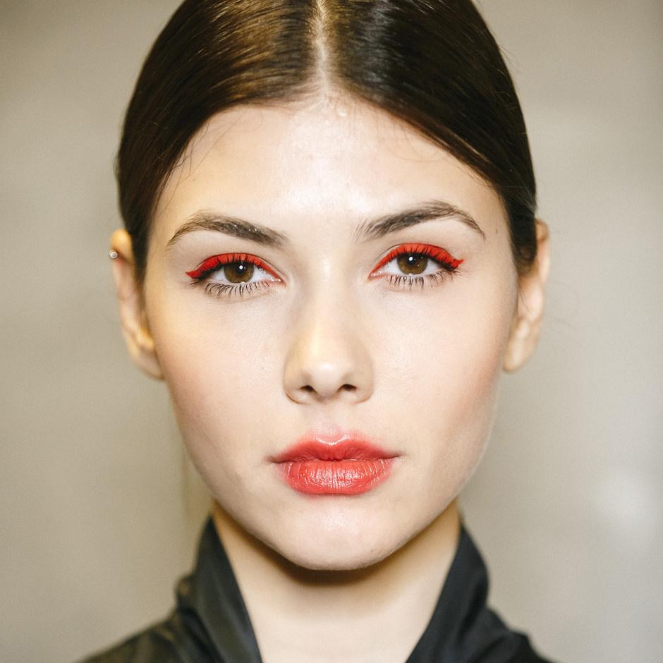 Ведущие визажисты модных показов рассказали о главных трендах весеннего макияжа рекомендации