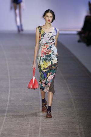 Показы мод Rochas Весна-лето 2010 | Подиум на ELLE - Подиум - фото 2952