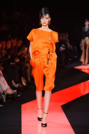 Показы мод Giorgio Armani Privé Весна-лето 2013 | Подиум на ELLE - Подиум - фото 955